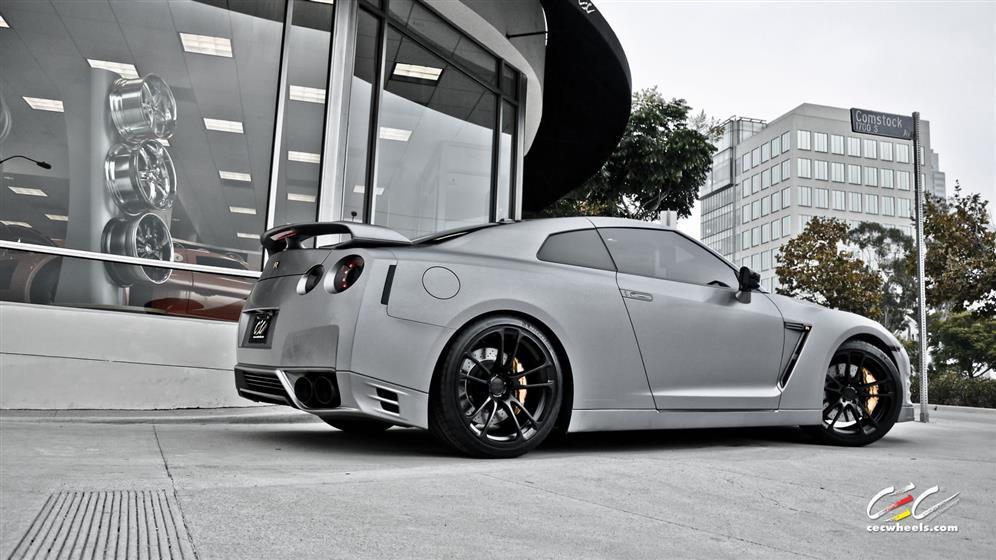 Nissan GTR with Custom Wheels