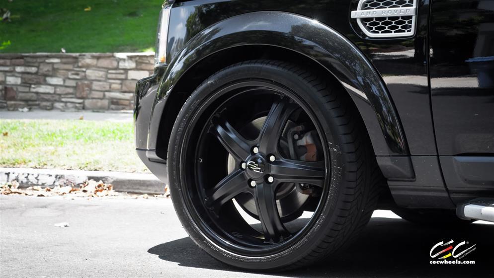 Land Rover LR4 with Custom Wheels