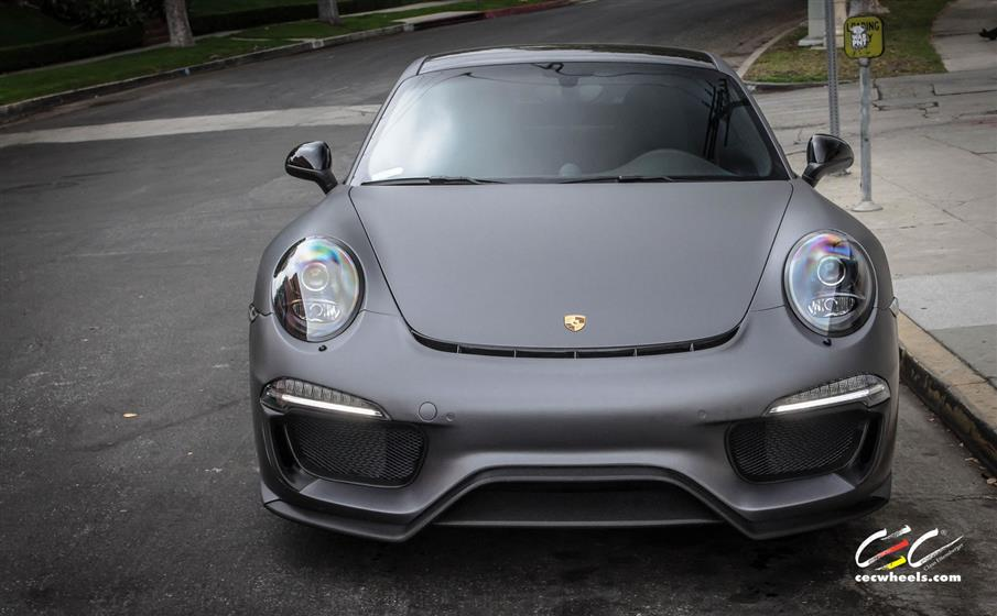 Caractere Porsche 911 Carrera 4 with Custom Wheels