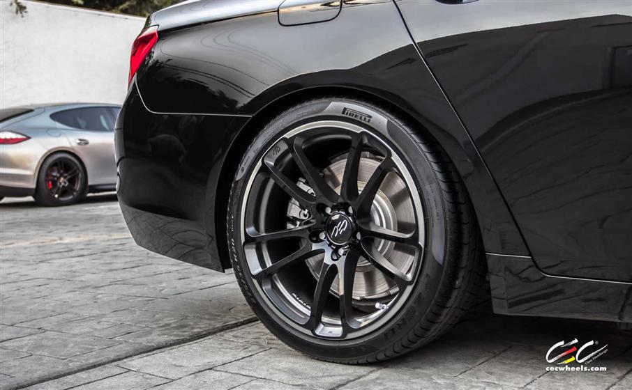 BMW 750Li with Custom Wheels