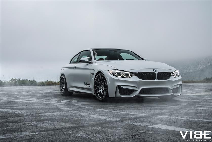 White BMW M4,BMW