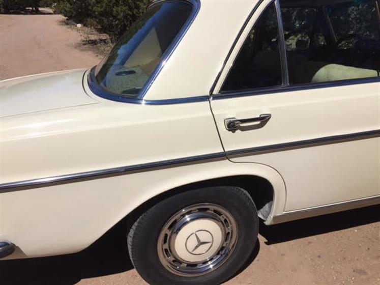 1968 Mercedes-Benz 280 SE 4-Door Sedan $13,500