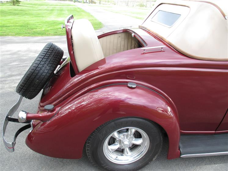 1936 Ford Deluxe Cabriolet Convertible $50,000