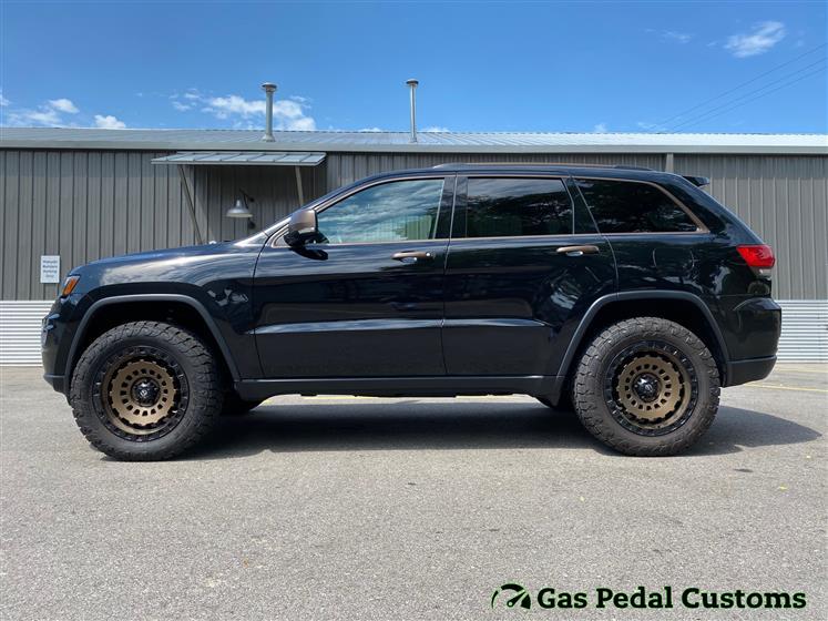 Lifted Jeep Grand Cherokee