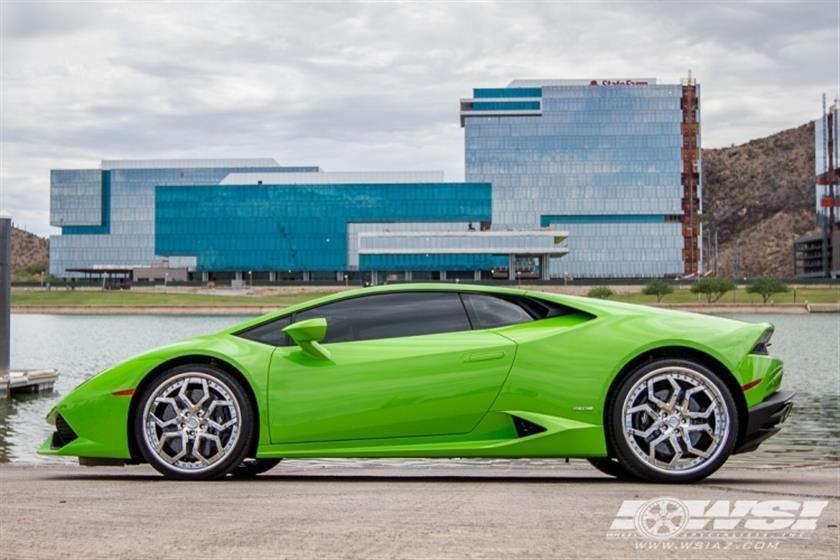 2015 Lamborghini Huracan with 20