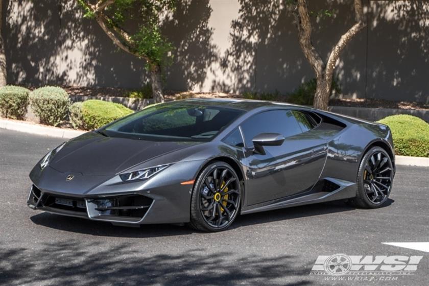 2016 Lamborghini Huracan with 20