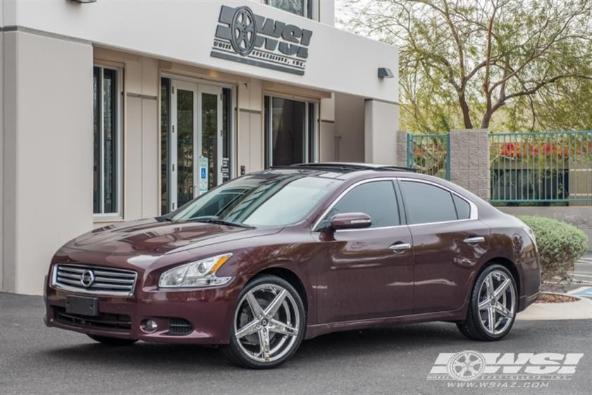 2014 Nissan Maxima with 20