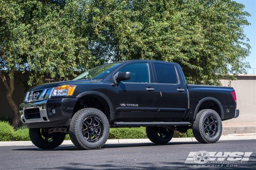 2015 Nissan Titan with 20