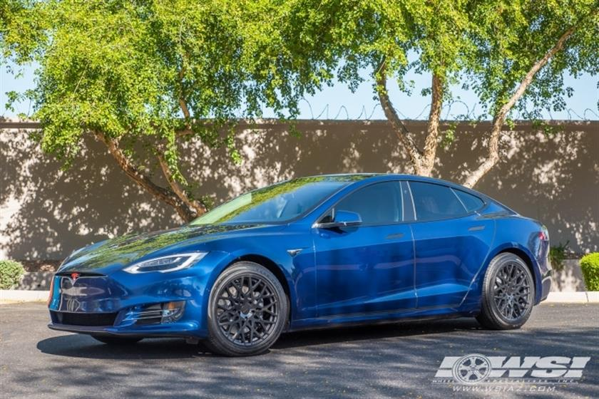 2017 Tesla Model S with 19