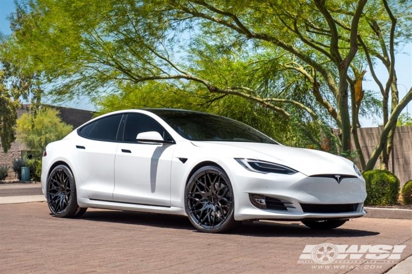 2017 Tesla Model S with 22