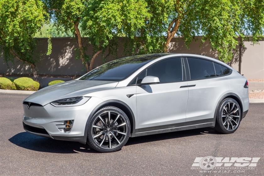 2017 Tesla Model X with 22