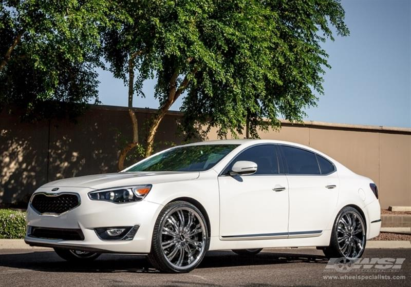 2013 Kia Cadenza with 22