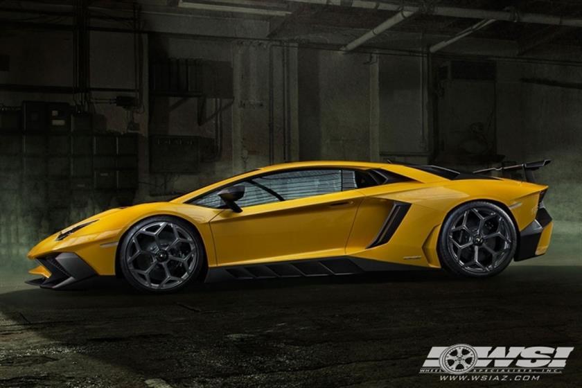 2016 Lamborghini Aventador with 20