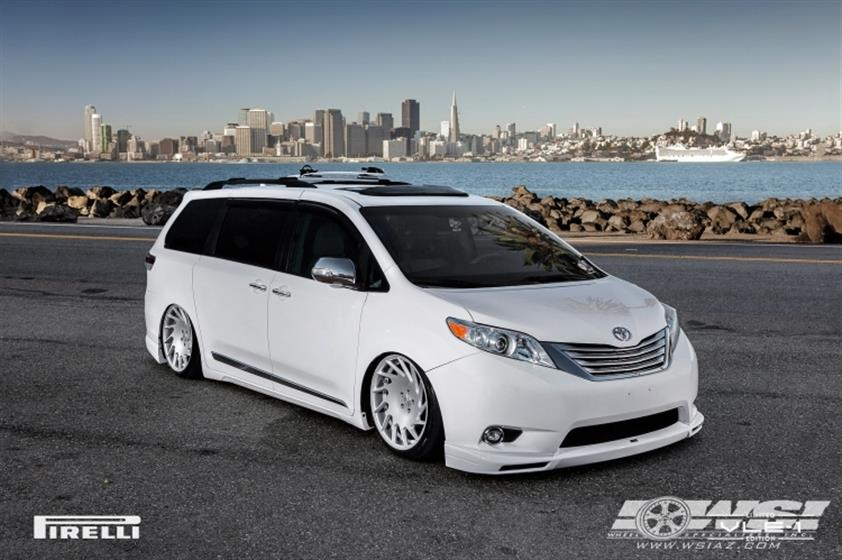 2015 Toyota Sienna with 20