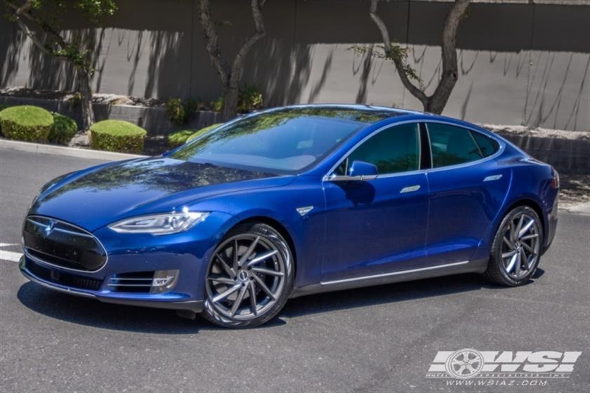 2016 Tesla Model S with 20