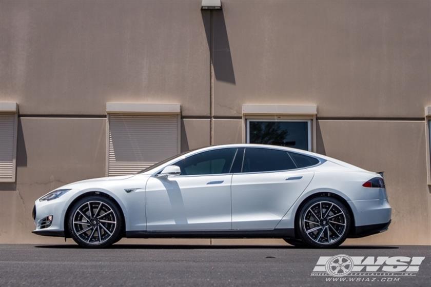 2015 Tesla Model S with 20